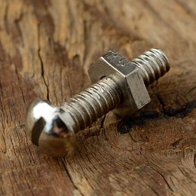 Schraube Rundkopf, Zollgewinde (4.3mm), vernickelt, L=23/20mm, incl. Mutter, Sechskant SW=9mm, orig. Altbestand