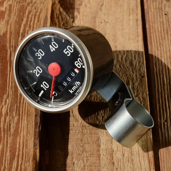 "Tachometer ""VDO"", schwarz, D=48mm, Aluring D=52mm, je nach Antrieb f. 20""-28"" passend"