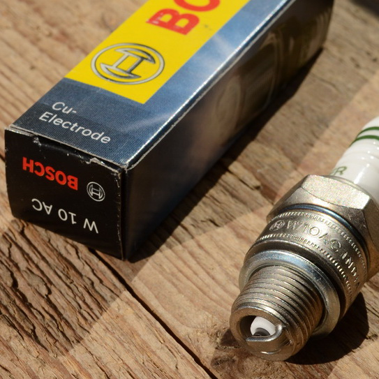 """Zündkerze """"BOSCH"""", W10AC (95 T1), 14mm Gewinde"""