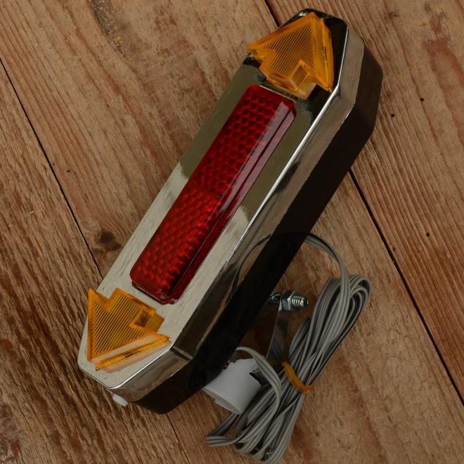 Blinkanlage mit Chromblende, Neuauflage des 60/70er Jahre Modells