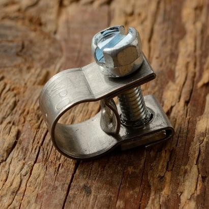 Schlauchschelle für Benzinleitung 7-9 mm (Außenmaß), hochwertige Ausführung in VA, gleichmäßig schließend für dichte Anschlüsse.