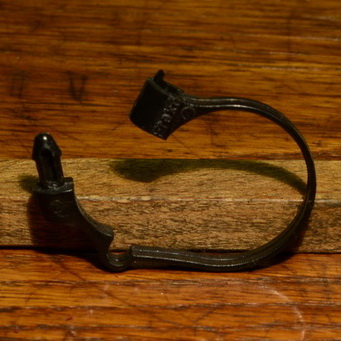 Kabelschelle, Kunststoff schwarz,  27 - 29mm, orig. 80/90er Jahre