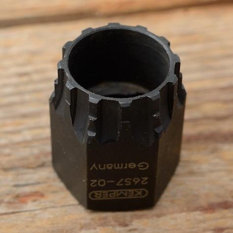 """Freilauf Abnehmer """"KEMPER"""" D=23.6/21.3mm, brüniert, für Shimano Hyperglide Hohlachse"""