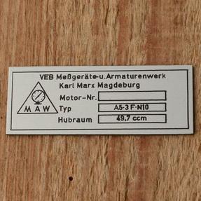 """Typenschild für """"MAW-Fahrradmotor"""", silber/schwarz, Montage auf der Polradabdeckhaube"""
