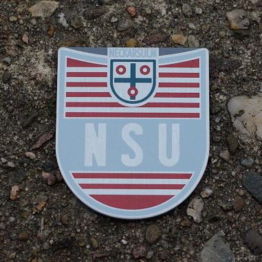 "Emblem Tank für ""NSU Quickly"", silber/rot/blaugrau, Alu, für Tankmontage, B=36 H=42mm, 1,5 mm dick"