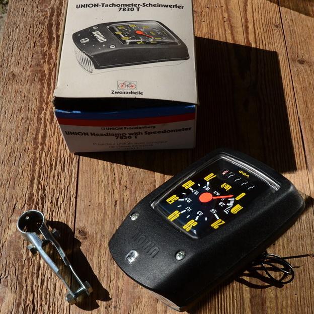 """Tachometer Scheinwerfer, """"UNION 7830T"""", schwarz, B=95mm / L=140mm, je nach Antieb f. 20""""-28"""" passend"""