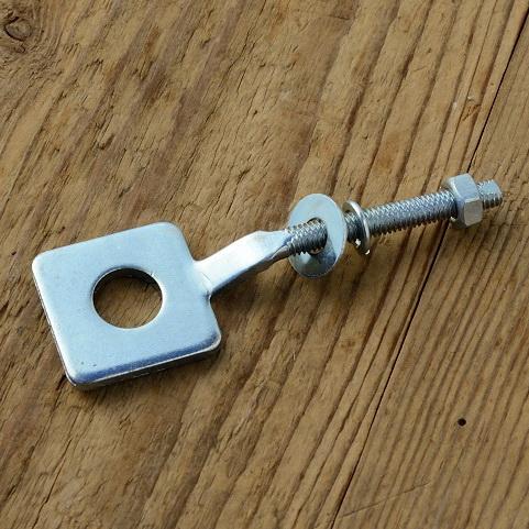 Kettenspanner, gekröpft, glanzverzinkt,  29.5x29,5mm, D_innen=13mm, L=90mm, M6, für Mopeds 60-80er Jahre