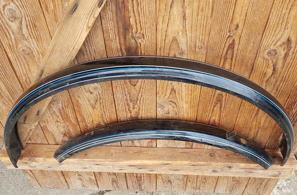 """Schutzblechsatz 26"""" Herrenausführung, schwarz 26 x 1,75, ca. 58 mm breit, orig. 30-60er Jahre,  Dekor 4, blau-weiss außen"""