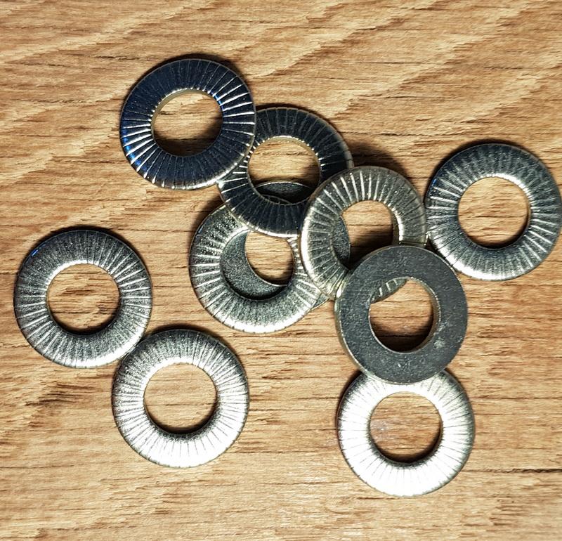 Unterlegscheibe für Nabe mit max. 9 mm Achse, einseitig geriffelt für besseren Halt, verzinkt, D: 17,5 / 9 mm, 1 Stück