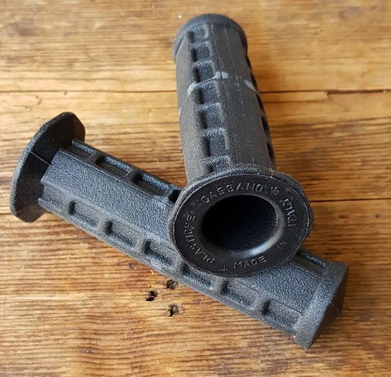 Fahrradgriff schwarz, Rechteckmuster, 22mm, 105mm lang, orig. 70-80er J.