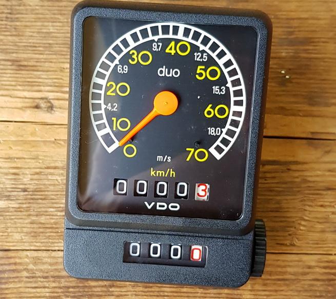 "Tachometer ""VDO duo"", NOS,  rückstellbarer Tages KMZ, schwarz, ca. 65 x 100 mm,  je nach mont. VDO Antreiber  f. 20""-28"" passend"