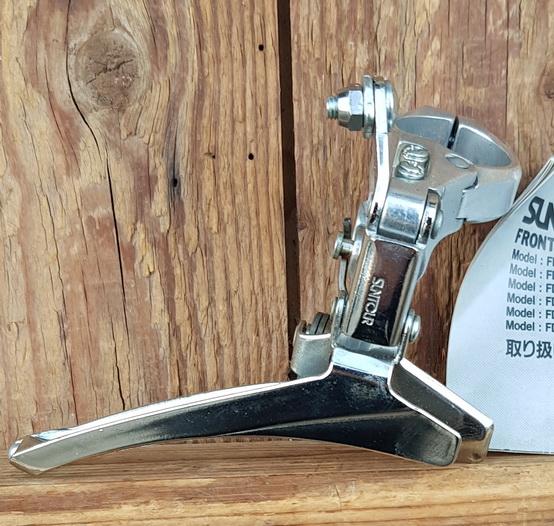 """Umwerfer """"Suntour"""", 2-fach, Aluminium, mit Klappschelle für 29mm Rohr, 70/80er Jahre,  NOS"""