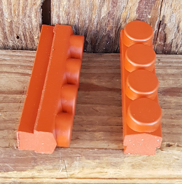 Bremsklötze für Rennradklassiker / Sportrad,  MAFAC RACER, COMPETITION, orig. Satz 4 Stück, ziegelrot, ca. 46 x 11 mm