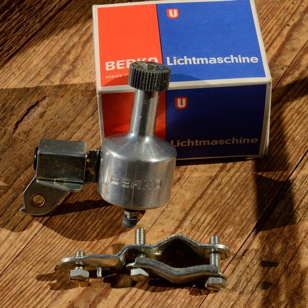"""Dynamo """"BERKO"""", 60er Jahre, Aluminium, Rechtsanbau, incl. Halterung, neu aus Altbestand"""