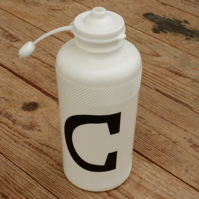 """Trinkflasche """" C """", weiss, Kunststoff, orig. Altbestand, 70/80er Jahre"""