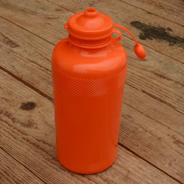 Trinkflasche, ohne Aufdruck, orange,  Kunststoff, orig. Altbestand, NOS