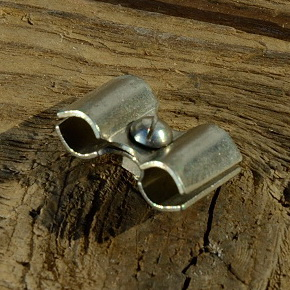 Klemme / Verbinder für Bowdenzug Aussenhülle, Stahl, vernickelt, 19x12mm, rarer orig. Altbestand