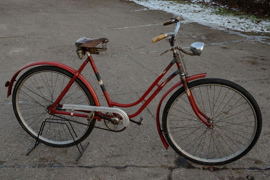 """Damenfahrrad """"ACHILLES"""", 30er Jahre, außergewöhnliche Farbgebung rot, RH: 52cm , 28 Zoll"""