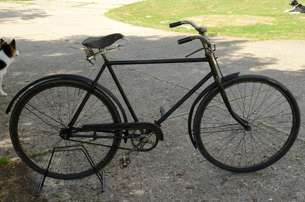 """Herrenfahrrad """"OPEL"""", 30er Jahre, schwarz,  RH: 55cm , 28Zoll , RNr.:2120xxx, Wulstbereifung."""