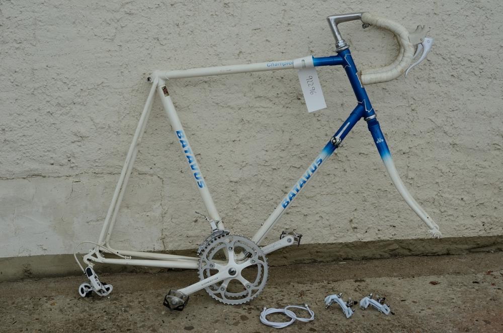 """Rennrad  """"BATAVUS Champion"""",  28"""", weiss/blau, 80er Jahre, RH: 62 cm, neuwertig erhalten, ohne Laufräder"""