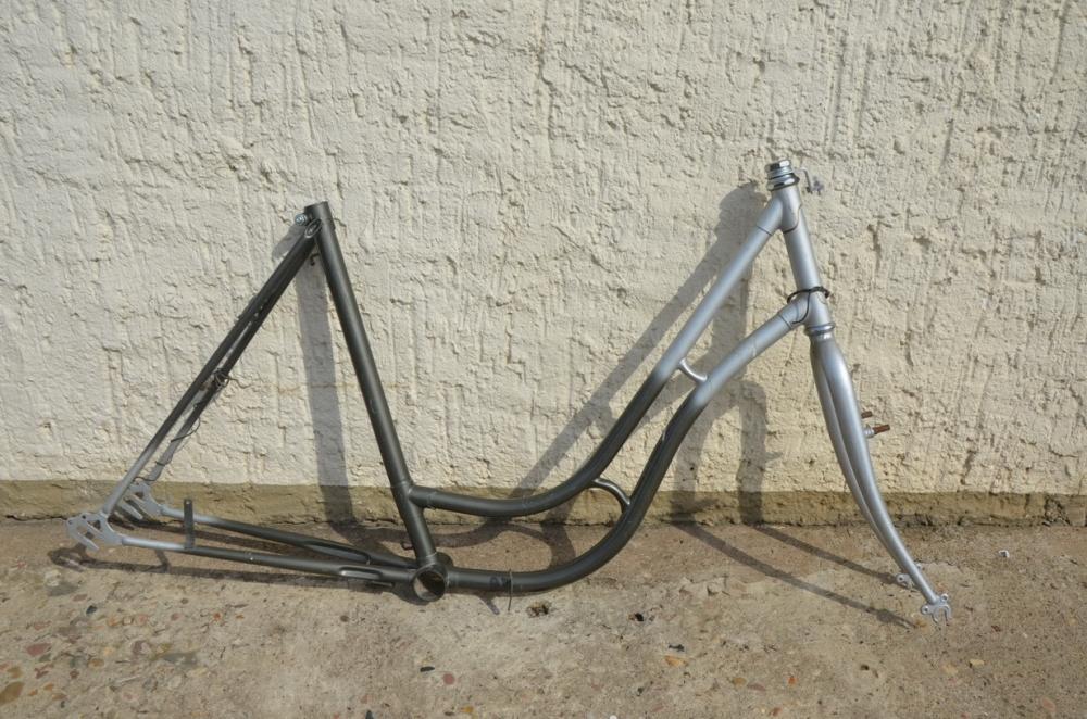 "Fahrradrahmen ""Tourenrad"" Damenausf. 26 Zoll, Stahl, RH=52 cm, 90er Jahre."