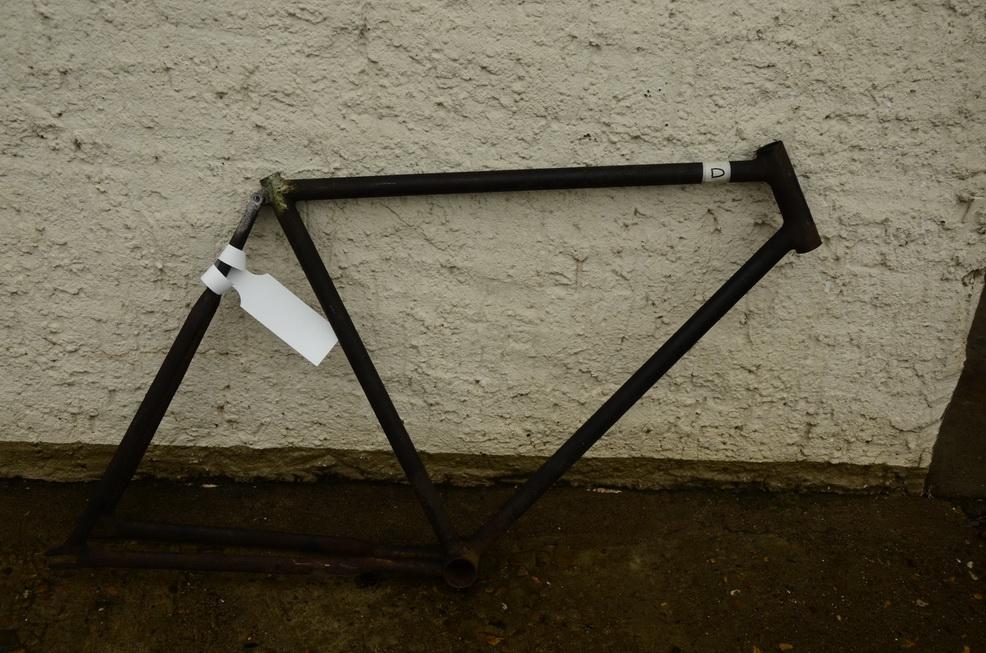 """Fahrradrahmen """"Opel"""" Herrenausf., Muffelos, partiell mit kleinen Dellen, 28 Zoll, Rahmenhöhe 57 cm"""