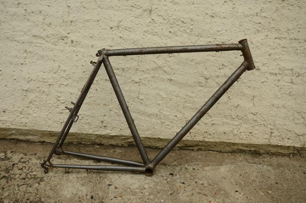 "Fahrradrahmen handgelötet bei ""Quadie Bielefeld"", Herrenausf., Rahmenhöhe 57 cm, silbergrau"