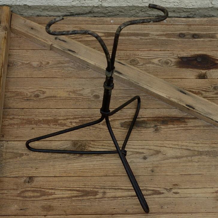 """Ausstellungs Ständer, """"Ständer f. Rahmenaufnahme"""", Stahl, Breite 34cm Höhe 50cm, gebraucht 10-30er J."""