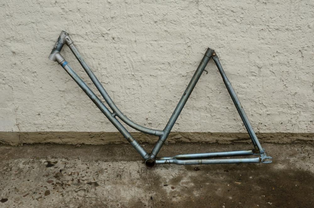 """Fahrradrahmen """"NSU"""" Damenausf., 28 Zoll,  ohne Tretlager, ohne Gabel, RH=56cm, RN:421xxx Farbe: blausilber"""