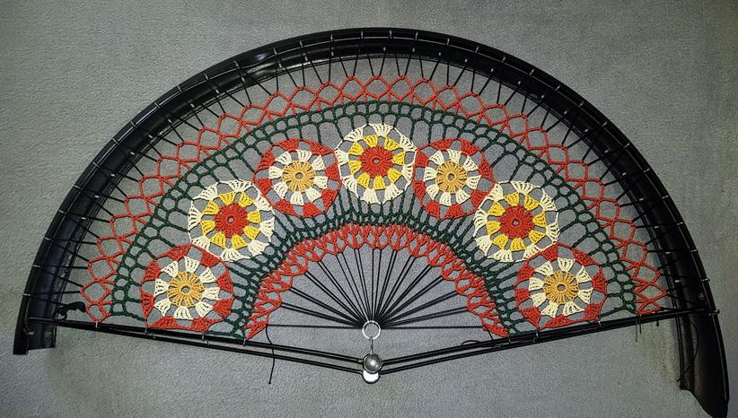 """Rocknetz gem. Foto, aufwändiges Blumenmuster nach altem Original,  passend für 28"""" Räder der 30-60er Jahre, grün-orange,creme, braun"""