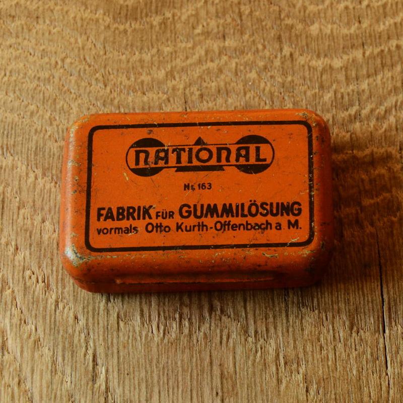"""Flickzeug Blechdose """"NATIONAL"""" orig. 30er Jahre, 60 x 42 x 16 mm, ohne Inhalt"""