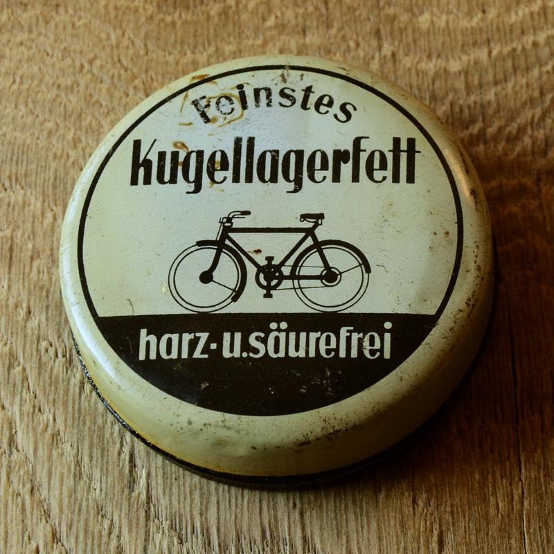 """Fett Blechdose """"FEINSTES KUGELLAGERFETT"""" orig. 30er Jahre, Durchmesser 73 mm, Höhe 23 mm, ohne Inhalt"""