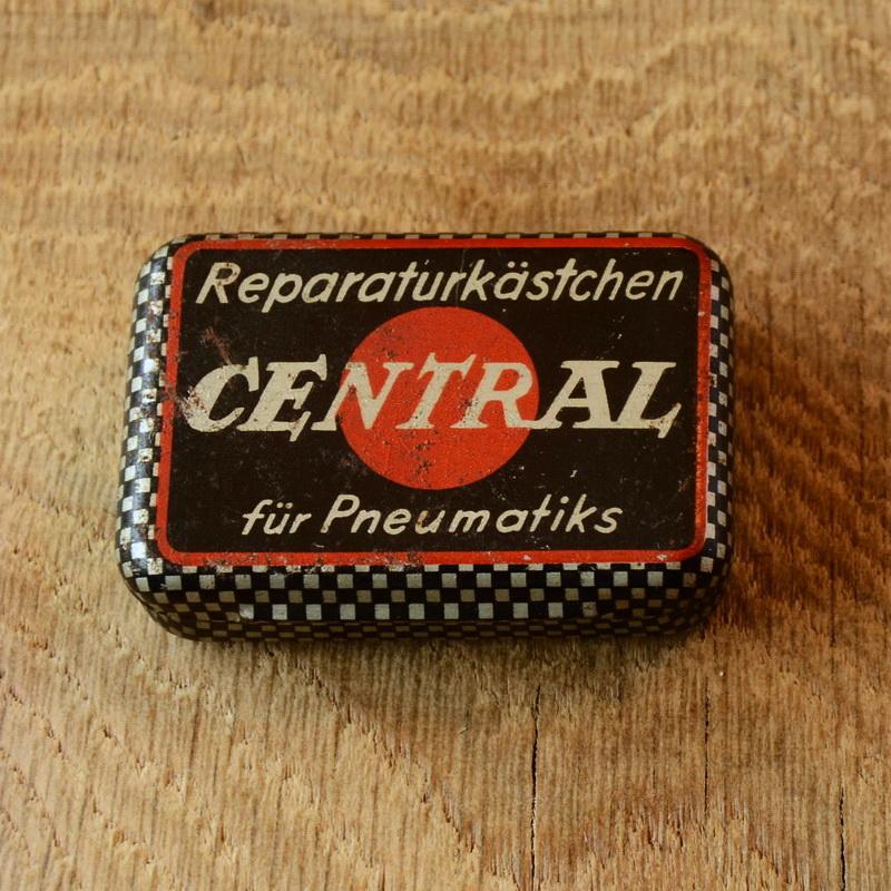 """Flickzeug Blechdose """"CENTRAL"""" orig. 50er Jahre, 60 x 43 x 17 mm, ohne Inhalt"""