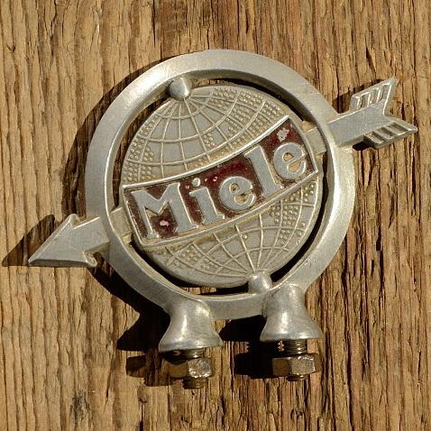 Schutzblechfigur MIELE, Alu Druckguss, orig. Altbestand 30-50er Jahre, Zustand s. Bild