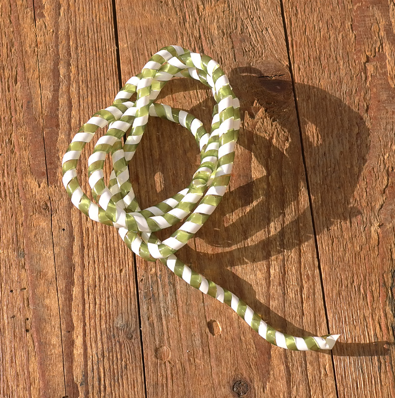 Zierspirale / Bowdenzugummantelung, flaschengrün/weiß, 120cm lang, orig. Altbestand