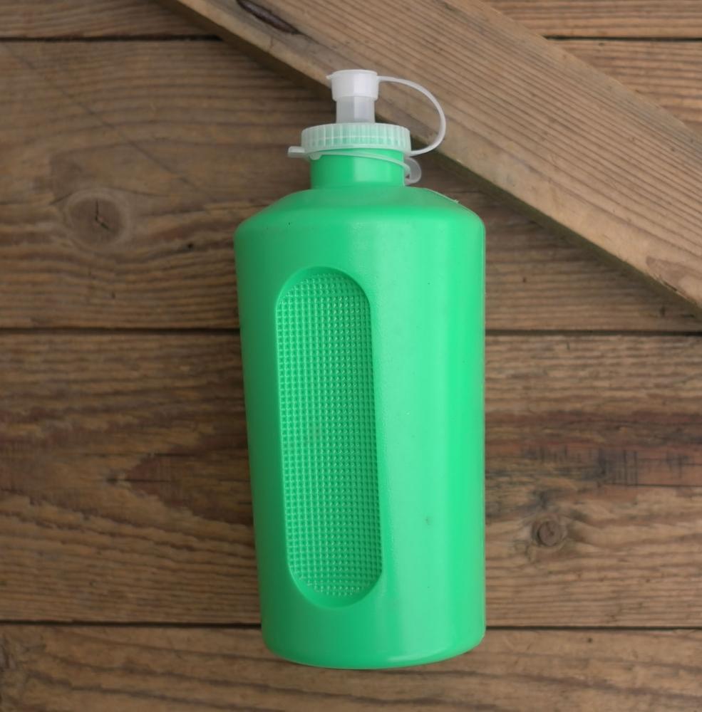 Trinkflasche, DDR, orig. 70/80er Jahre, grün, ohne Aufdruck,  Kunststoff, orig. Altbestand, NOS