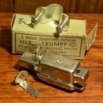 """Speichenschloss, """"HEBIE-TRUMPF"""", glanzverzinkt, orig. Altbestand 60-80er Jahre, ca. 20 x 37 mm, Schelle nur f. Sport Rahmen lieferbar !!!"""
