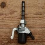 Benzinhahn M16 x 1 links, Abgang hinten 45 Grad, Stutzen 6mm, mit Filterbecher