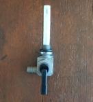 Benzinhahn M10 x 1 Einschraubgewinde, Abgang links , Stutzen 8mm, mit Reserve