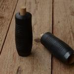 Holzgriffe, genutet, schwarz, mit Dübelklemmung, 22mm, 90mm lang, orig Altbestand