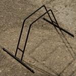 Ausstellungs Ständer, Stahl schwarz, Länge 58cm Breite 30cm Höhe 27cm,  Maulweite ca. 5cm