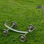 """Ausstellungs Ständer, """"Rollenständer"""", Stahl silber, Länge 50cm Breite 28cm Höhe 43cm, gebraucht, Maulweite ca. 4cm"""