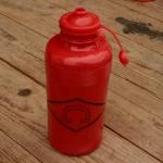"Trinkflasche "" C "", rot, Kunststoff, orig. Altbestand"