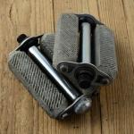 Pedalen, solide Herrenausf. für Fahrrad / Motorfahrrad, verchromt, rare alte Neuware / Ladennachlaß, orig. 30-40er Jahre.