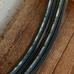 """Felgen Satz Draht 28"""" x 1,75 (622)  Stahl schwarz, Linierung grün geflammt gold, 36/36 Loch, 37mm breit, Nippelbohrung 4,5mm"""