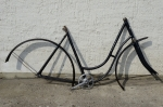 "Fahrradrahmen  ""OPEL Doppelstabil"",  Damenausf., schwarz, Linierung silber, 28 Zoll,  RH=54cm, 30er J., incl. Tretlager"