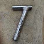 Winkelsattelstütze, Durchmesser: 24,2 mm, Länge: 165 mm, gebraucht, orig. 10-40er Jahre, Zustand siehe Bilder.