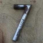 Winkelsattelstütze, Durchmesser: 23,7 mm, Länge: 180 mm, gebraucht, orig. 10-40er Jahre, Zustand siehe Bilder.