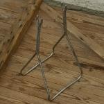 """Ausstellungs Ständer, """"Ständer f. Achsaufnahme"""", Stahl, Länge 20cm Breite 23cm Höhe 43cm, gebraucht, Maulweite ca. 16mm"""
