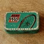 """Flickzeug Blechdose """"REMA TIP TOP"""" orig. 50-60er Jahre, 79 x 50 x 18 mm, ohne Inhalt"""